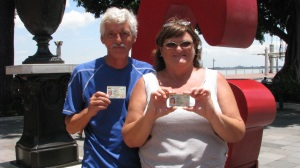 Bill & Elaine with their long awaited cedulas.